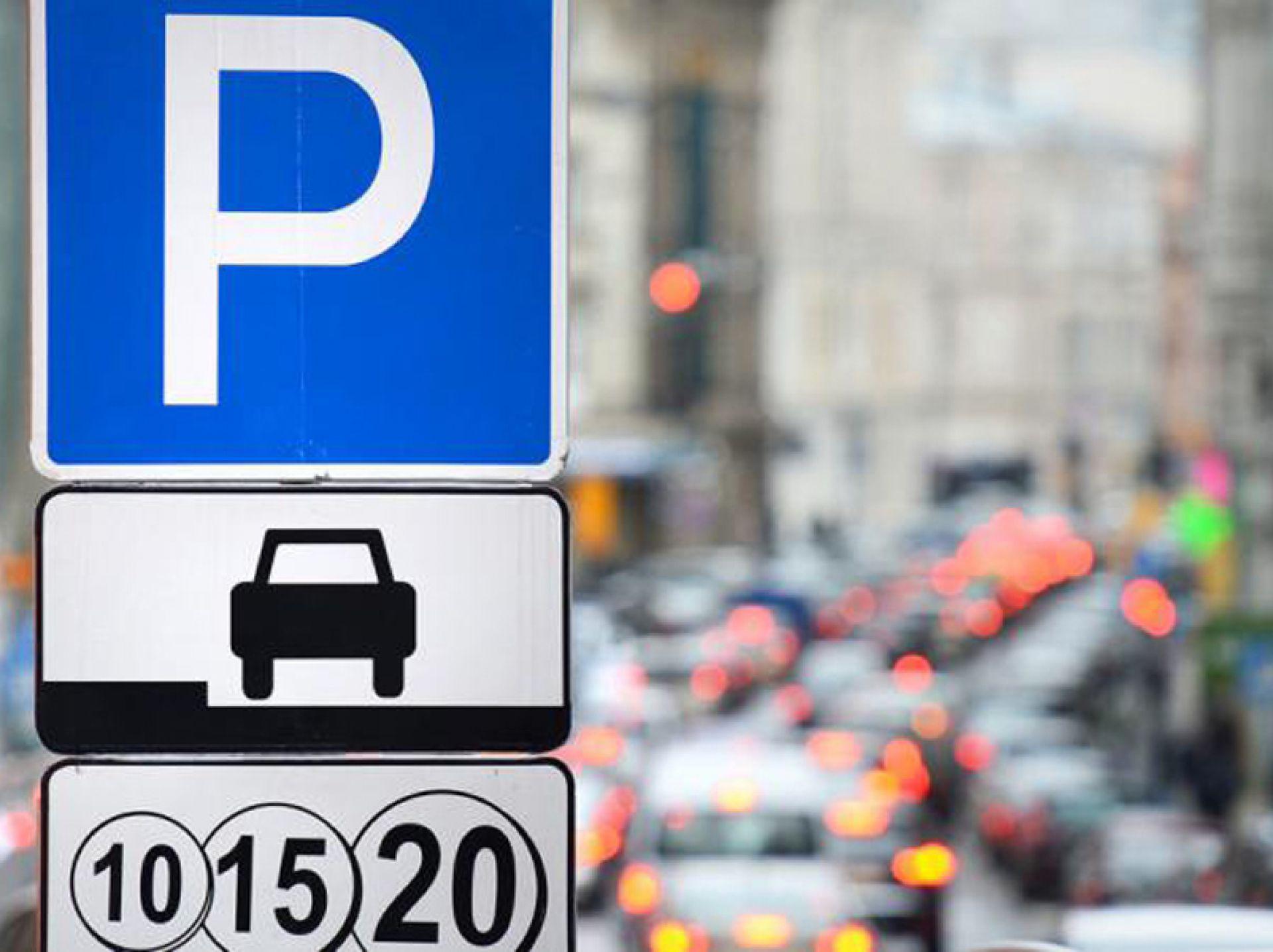 У Луцьку за неналежне паркування водії сплатили до міського бюджету більше 300 тисяч гривень