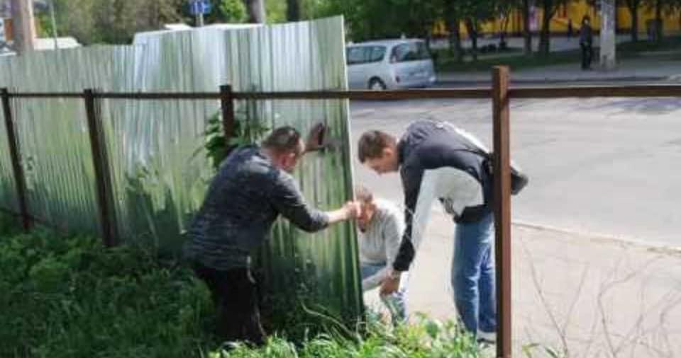 З понеділка муніципали продовжать демонтаж паркану на ринку «Центральний» у Луцьку