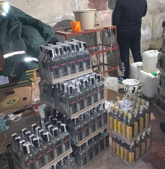 У Луцьку викрили підпільний цех з виробництва контрафактного алкоголю