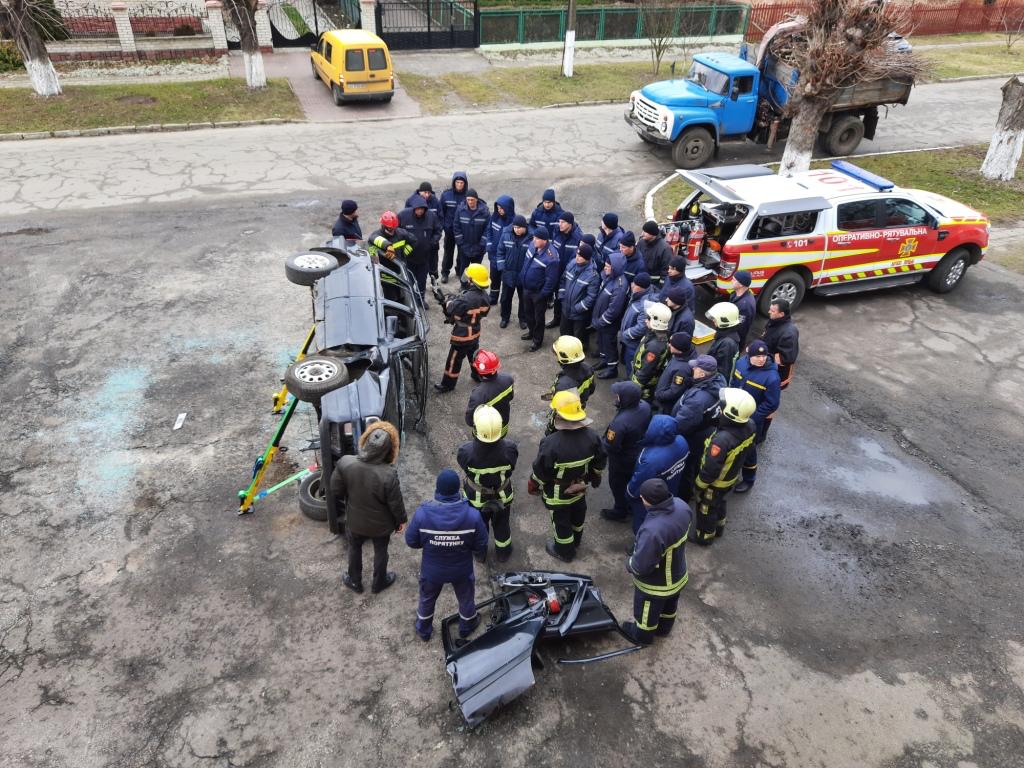 На Волині рятувальники удосконалювали свої навички, застосовуючи новітню техніку та обладнання