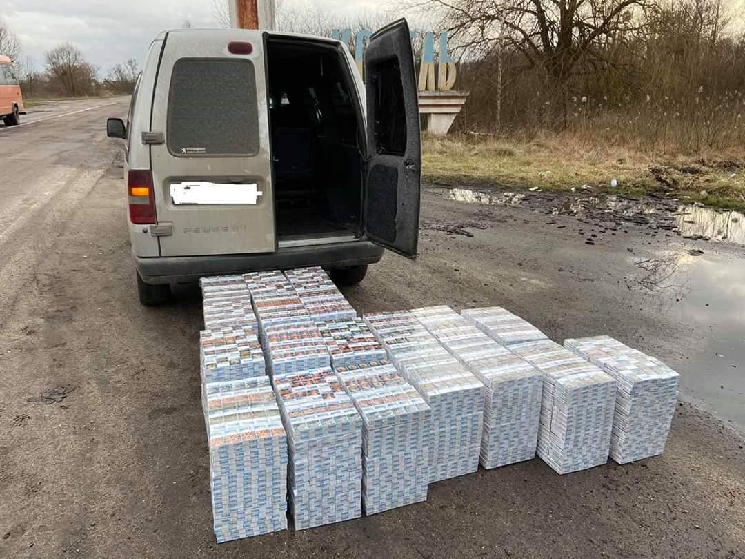 На Волині поліція вилучила майже десять тисяч пачок контрабандних цигарок