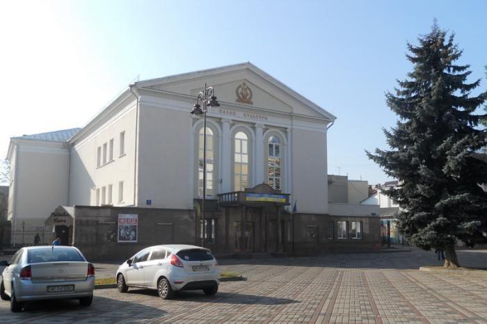 У Луцьку капітально ремонтуватимуть покрівлю Палацу культури