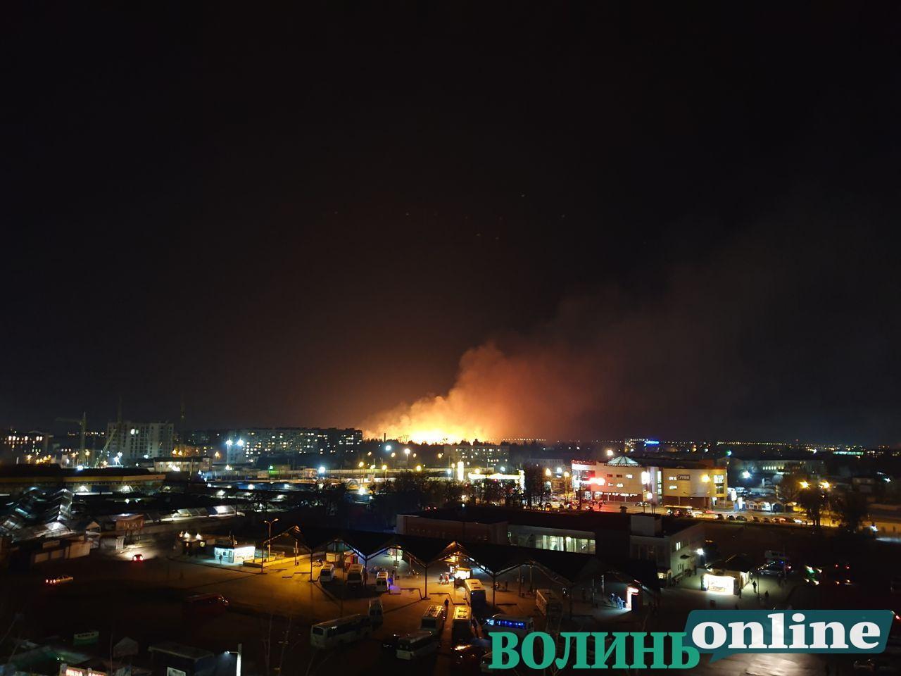 Пожежу на Чернишевського у Луцьку допомагали гасити школярі
