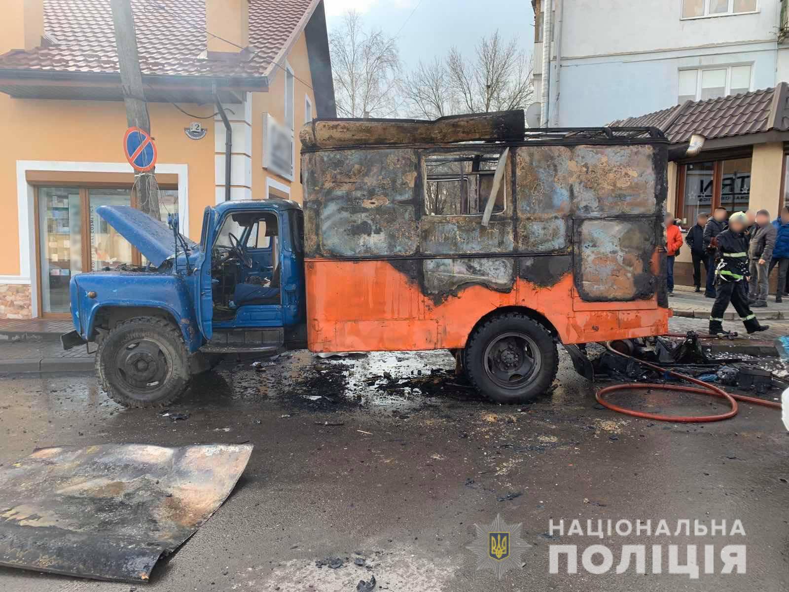 У Володимирі-Волинському на вулиці згоріла вантажівка