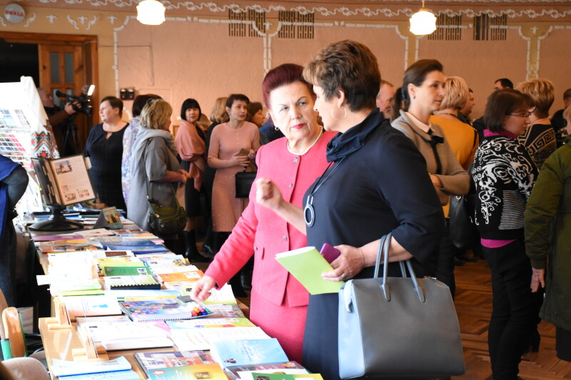 У Луцьку проходить виставка навчально-методичних видань педагогів міста
