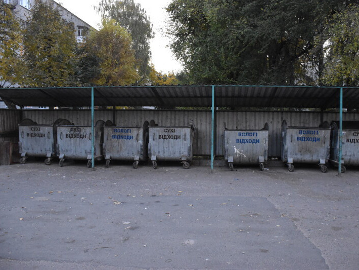 На кількох вулицях Луцька просять встановити сміттєві контейнери
