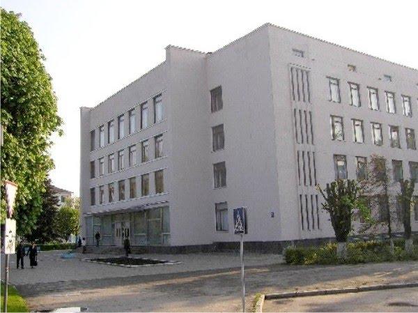 Підприємцю дозволили розмістити п'ять тимчасових споруд поблизу університету у Луцьку