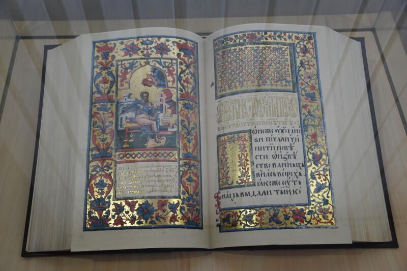 У Луцьку презентували факсимільні видання унікальних книг