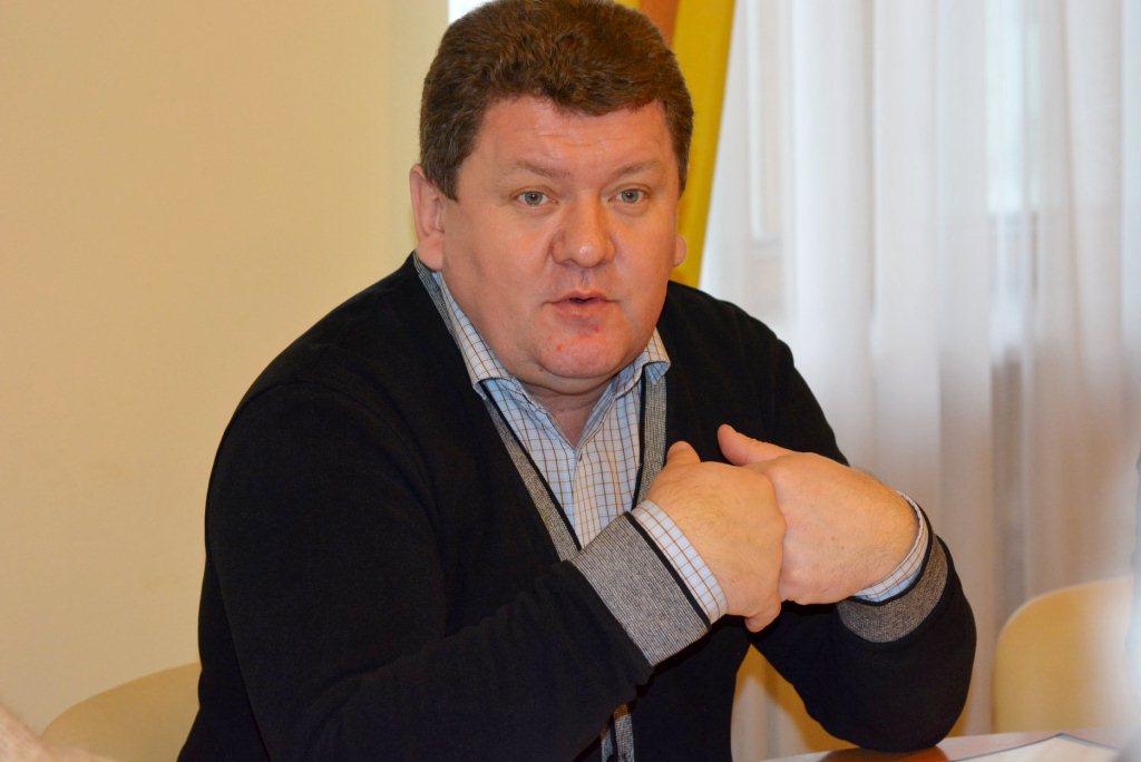 Декларація голови бюджетної комісії Волиньради: нуль доходів, 11 тисяч євро готівкою та дороге авто дружини