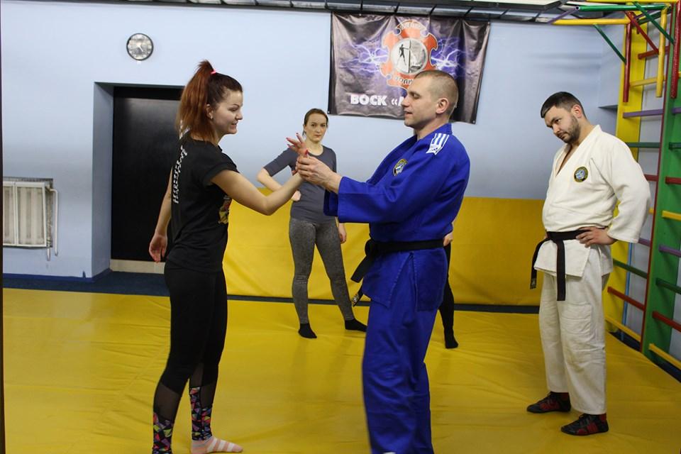 «Бути захищеною – бути собою»: у Луцьку стартували курси з самооборони для жінок
