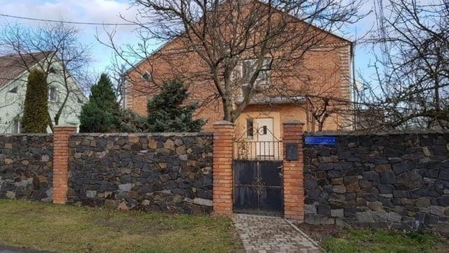Шість кімнат, горище та земельна ділянка – поблизу Луцька продають будинок для сімейного життя*
