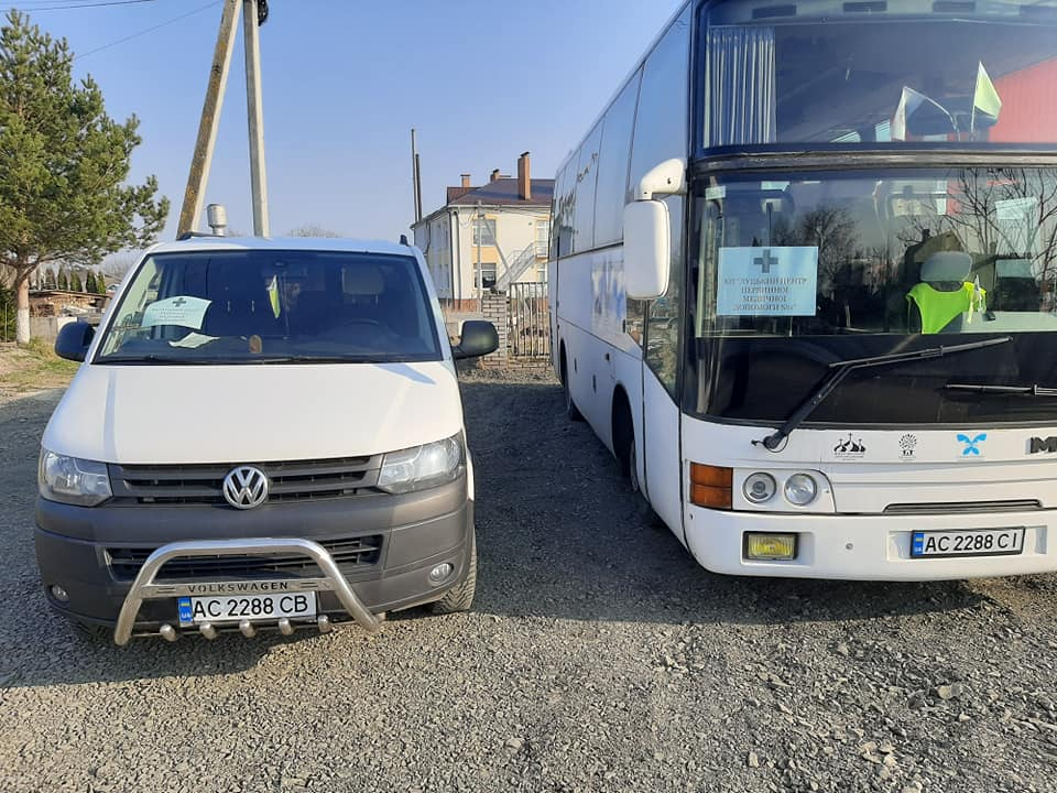 Медиків Луцького ЦПМД 1 довозять на роботу транспортом Жидичинського монастиря