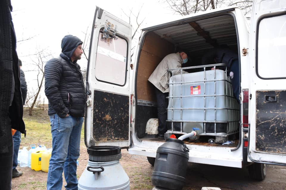 У Луцьку розпочали роздавати розчин для дезінфекції під'їздів багатоповерхівок