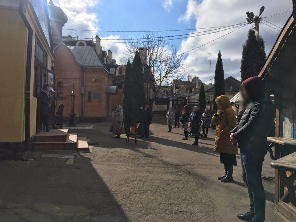 Патрульні у Луцьку отримали майже десяток повідомлень про порушення карантину в храмах