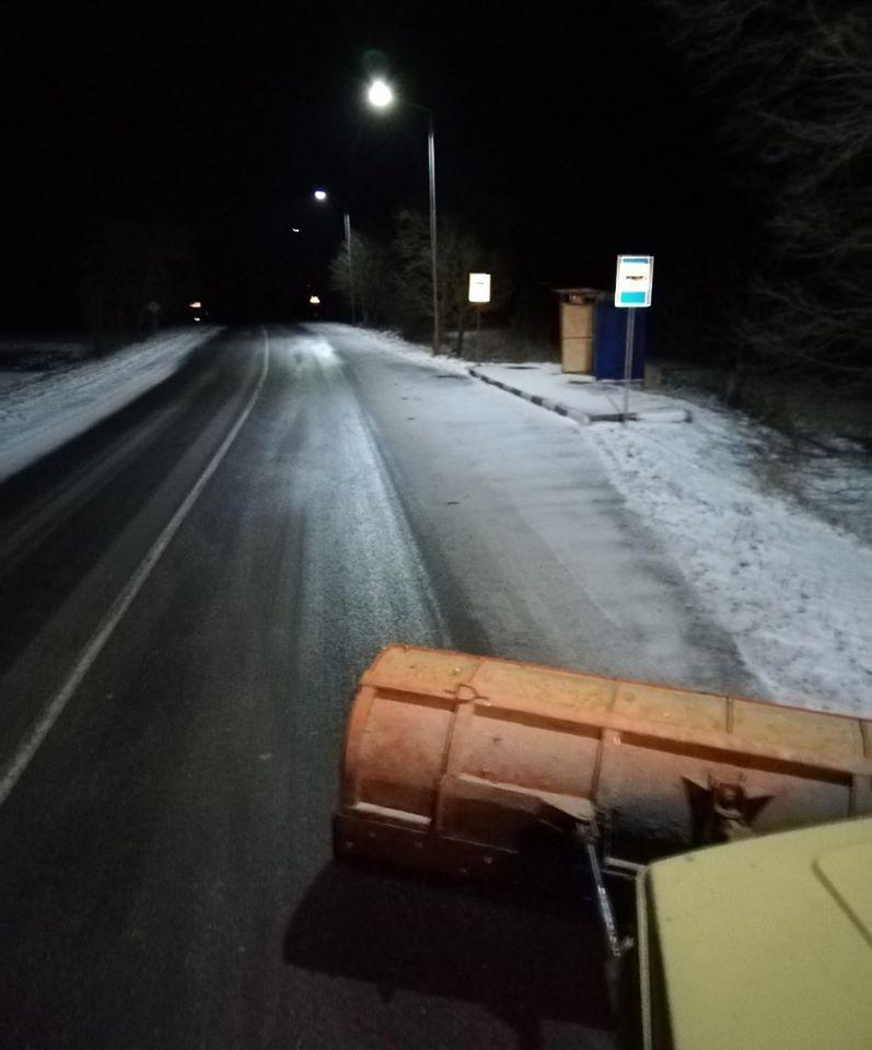Через негоду на дорогах Волині працює спецтехніка