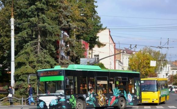 У Луцьку просять ввести проїзний квиток в тролейбусах