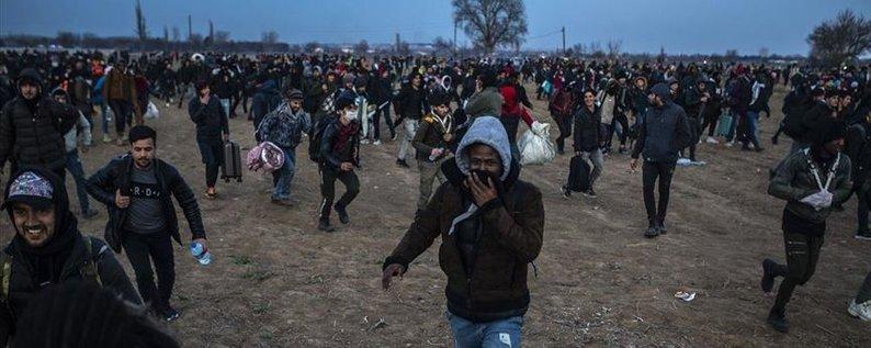 Сотні мігрантів пробралися в Грецію