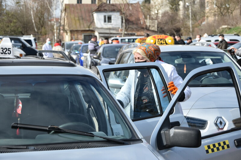 Луцькі служби таксі возитимуть пасажирів у продезінфікованих машинах