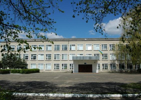 У Ківерцях просять виділити кошти на ремонт подвір'я школи