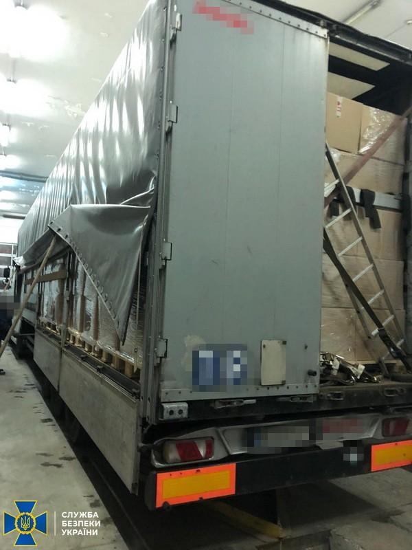 На Волині намагалися незаконно вивезти в Євросоюз майже 40 тисяч медичних халатів