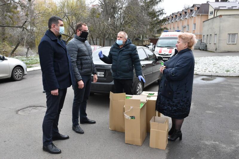 Медикам «швидкої» у Луцьку передали антисептик