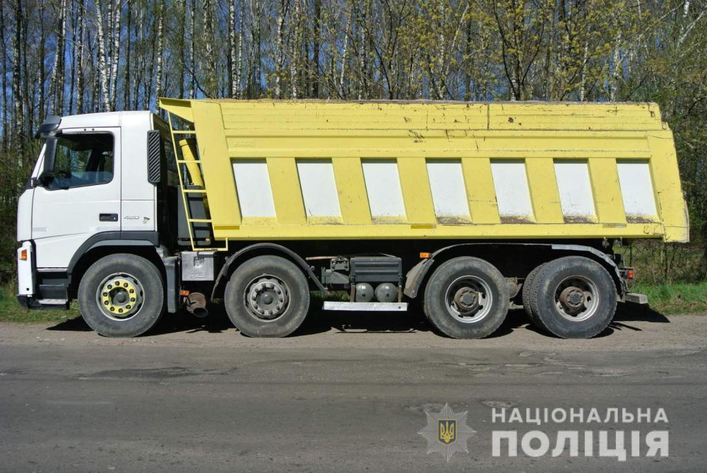На Волині затримали дві вантажівки з піском без належних документів
