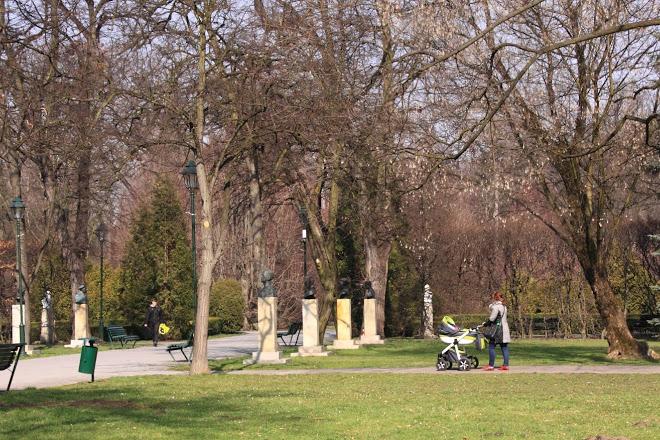 Польща планує дозволити прогулянки у парках з понеділка