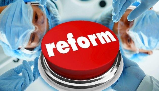 Голова Волиньради вважає, що медичну реформу треба призупинити
