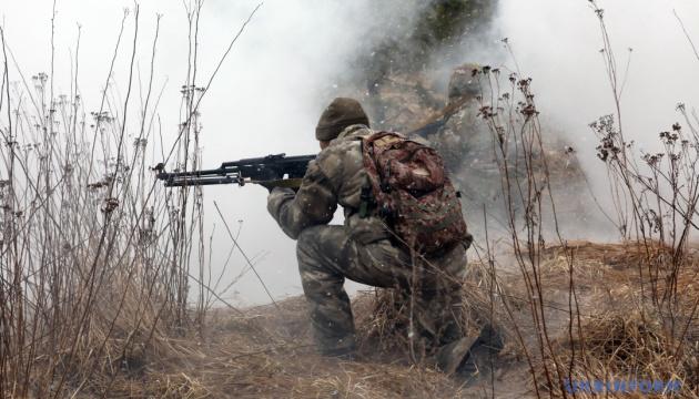 Обстріли на Донбасі: загинув український боєць, ще двоє поранені