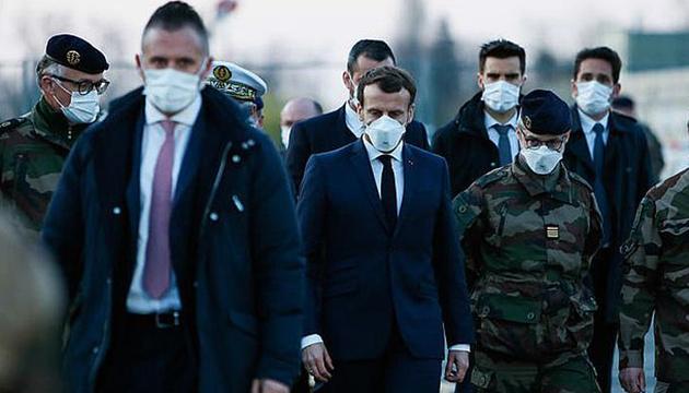 Макрон продовжив карантин у Франції до 11 травня
