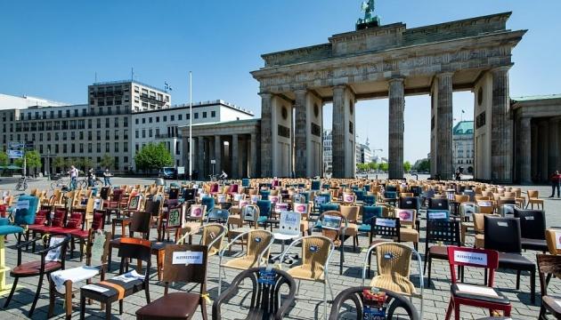 У 76 містах Німеччини ресторатори влаштували акцію протесту «порожні стільці»
