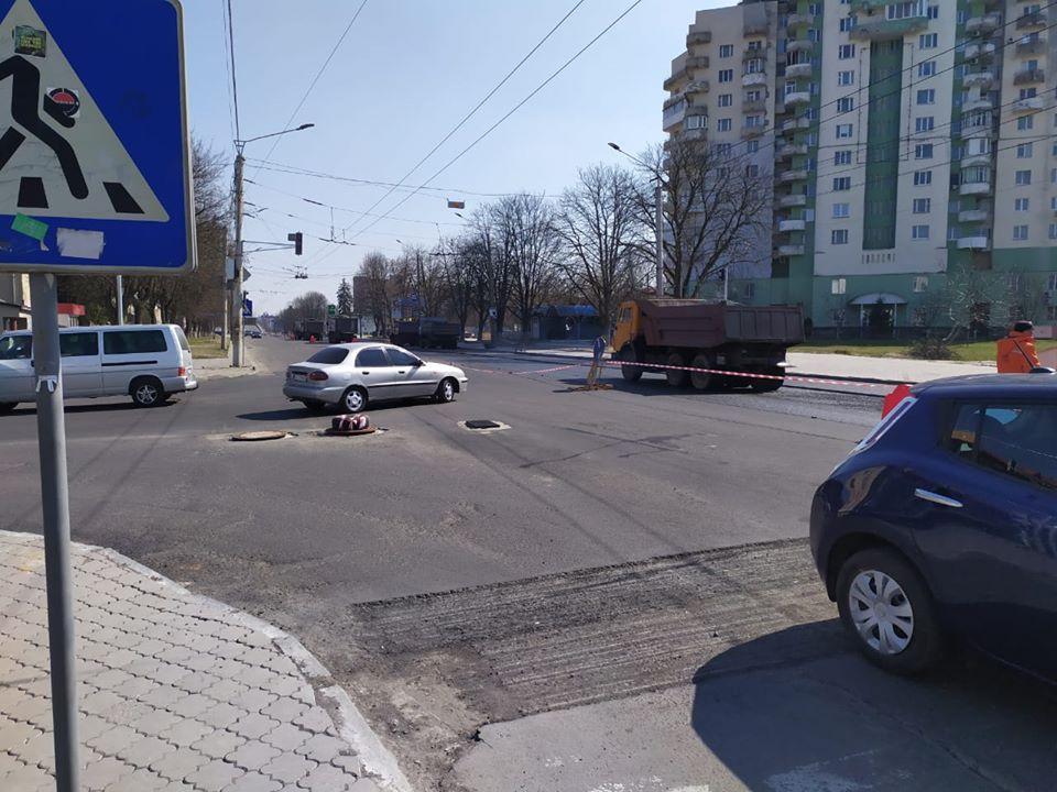 У Луцьку розпочали асфальтувати відрізок вулиці Рівненської