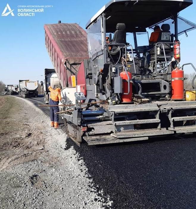 Дорогу поблизу Луцька ремонтують у рамках програми «Велике будівництво»