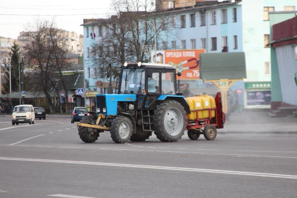 У Володимирі-Волинському продовжать дезінфекцію вулиць