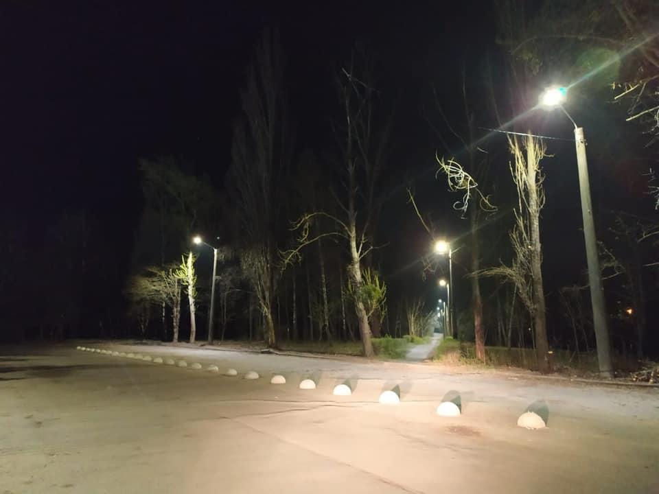 У Луцьку оснащують двори LED-освітленням