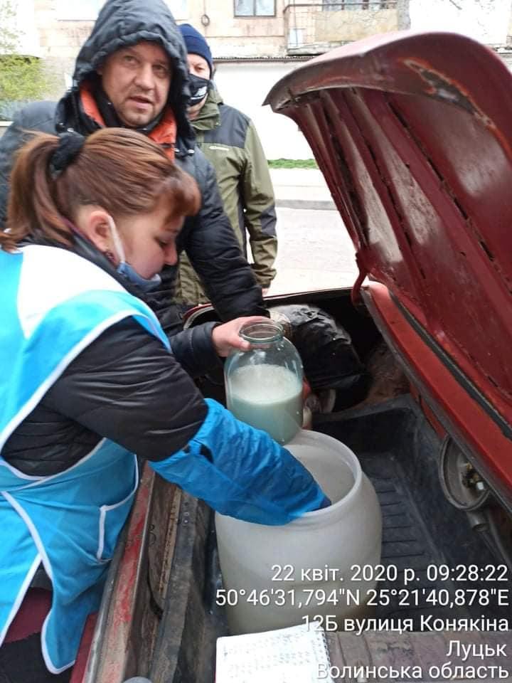 У Луцьку склали адмінпротоколи на продавців молока