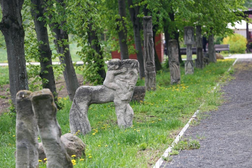 В центральному парку Луцька ремонтуватимуть алею зі скульптурами за понад мільйон