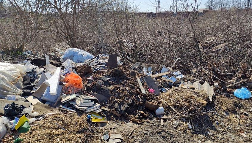 У місті на Волині ліквідовують стихійні сміттєзвалища