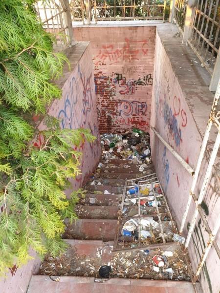 У центрі Луцька нарікають на стихійне сміттєзвалище