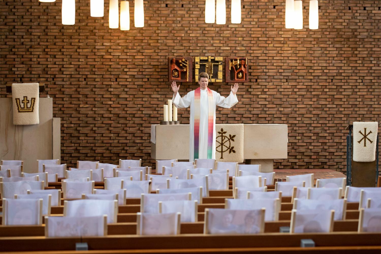 У Німеччині загальну заборону на релігійні служби визнали незаконною