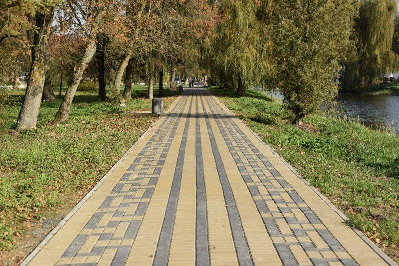 На капремонт доріжок у центральному парку Луцька витратили понад 250 тисяч