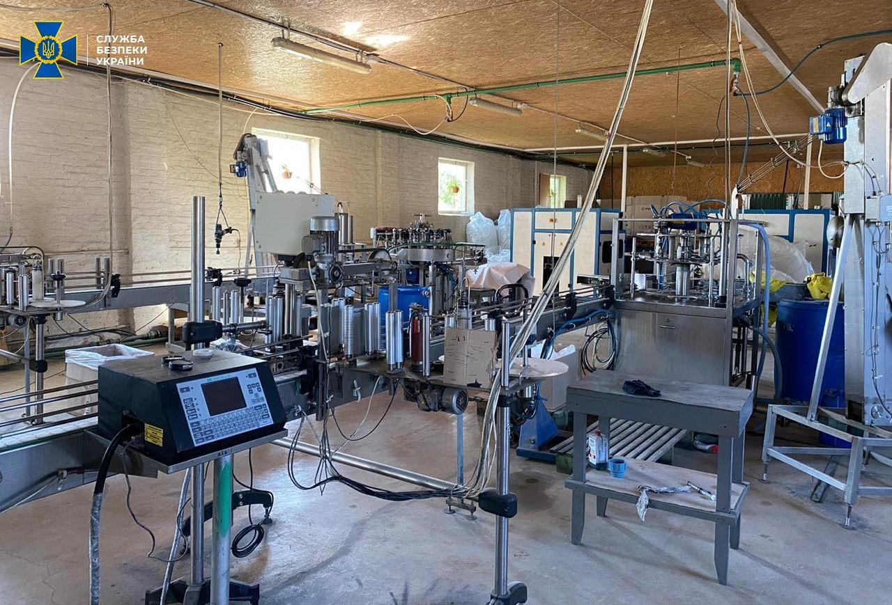 СБУ викрила масштабне виробництво «палених» антисептиків