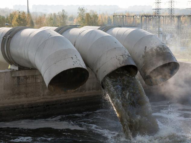 Лучани засмічують каналізацію захисними масками та рукавичками