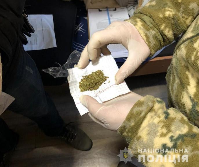 На Волині викрили групу злочинців, які постачали наркотики до виправної установи