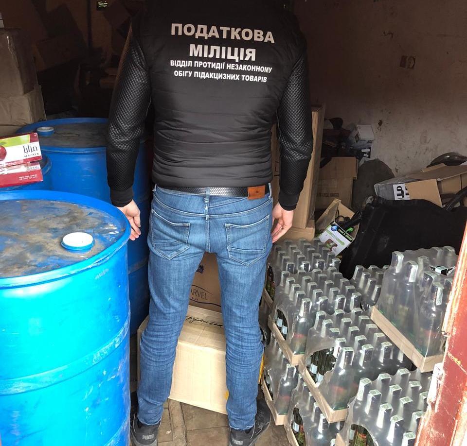 У лучанина вилучили фальсифіковані горілку та тютюнові вироби на 180 тисяч гривень