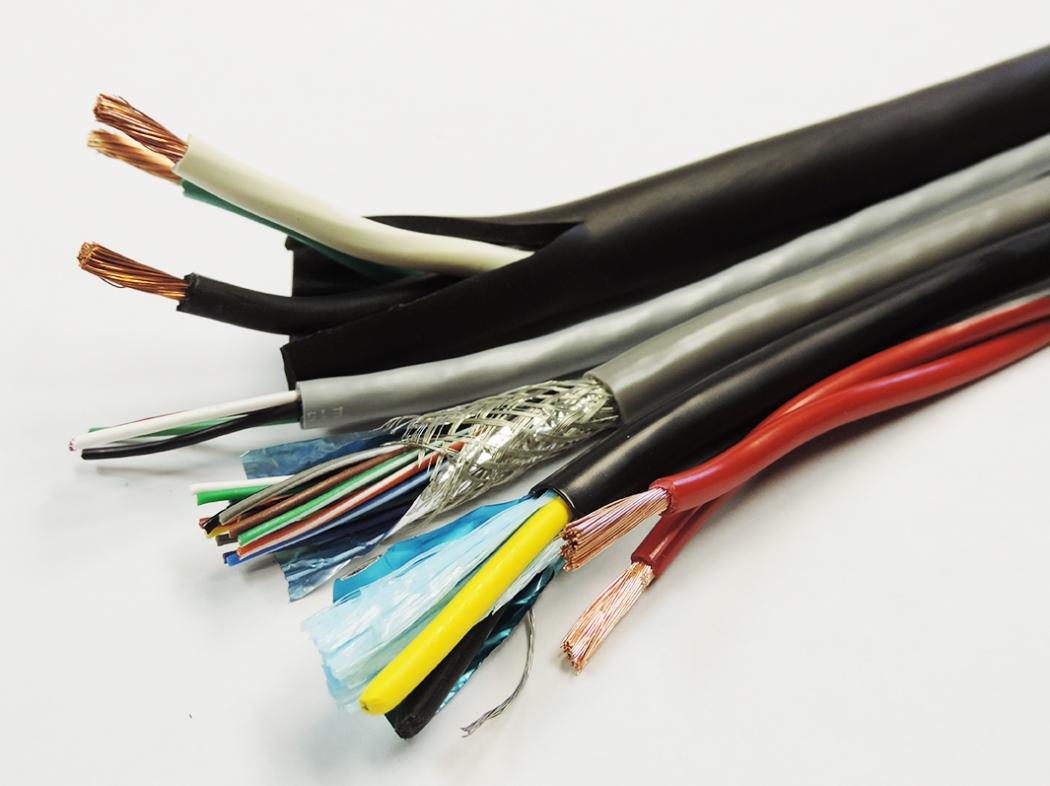 Пенсіонер на Волині поцупив кабель лінії зв'язку