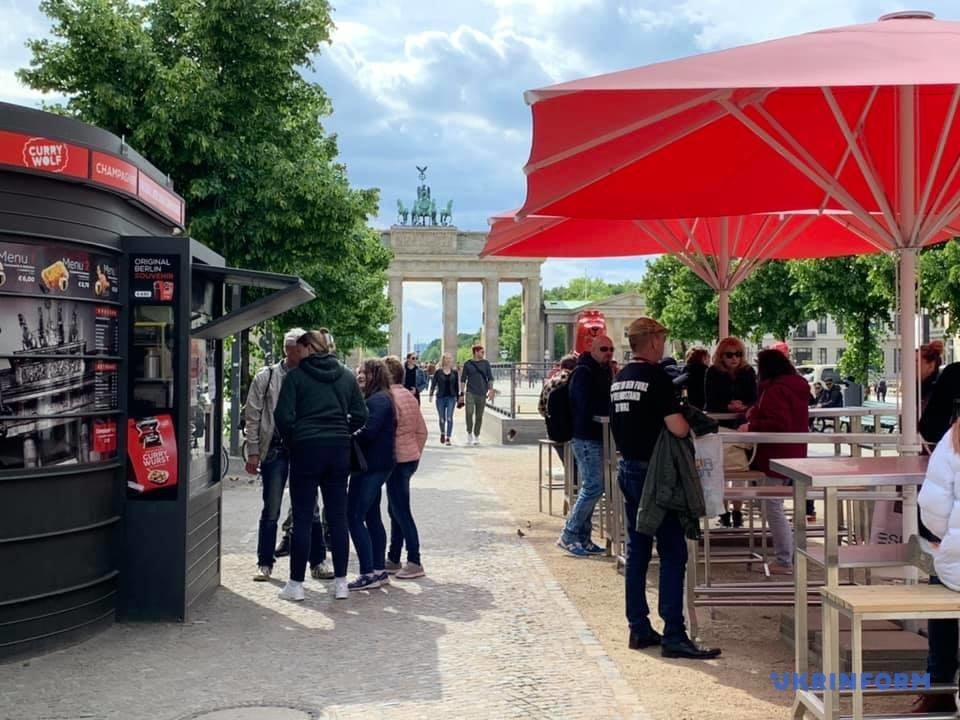 Німеччина поступово відкриває ресторани, бари та кафе