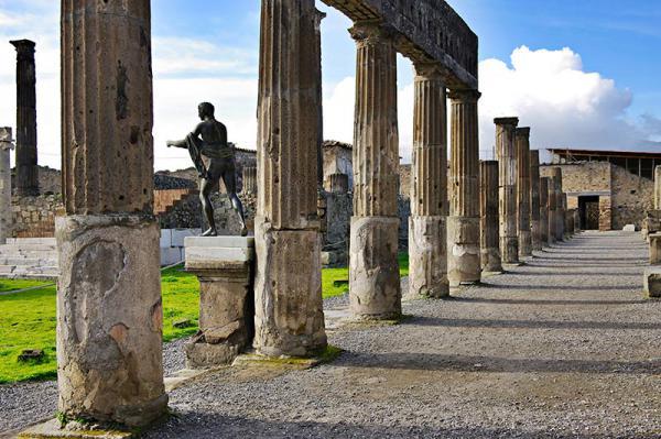 Італія відкрила руїни Помпеїв для туристів після карантину