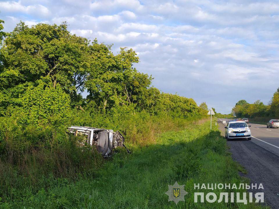 Автомобіль перетворився на купу брухту: у ДТП поблизу Луцька загинув водій