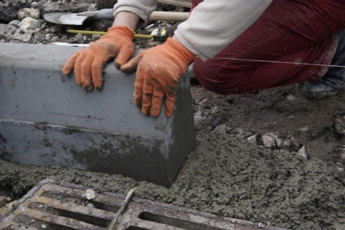 У Луцькраді повідомили, коли ремонтуватимуть тротуари на проспекті Відродження